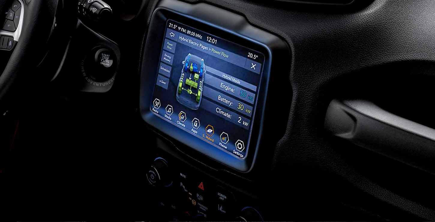 /content/dam/jeep/crossmarket/jeep-phev-3/interiors/feature-banner/JEEP-renegade-4xe-interni-tab-02_UCONNECTRADIO-desktop-FeatureHeroBanner-1450x740.jpg